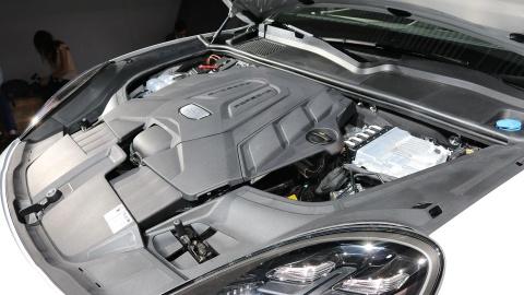 Porsche Cayenne 2018 trinh lang, gia tu 65.700 USD hinh anh 7