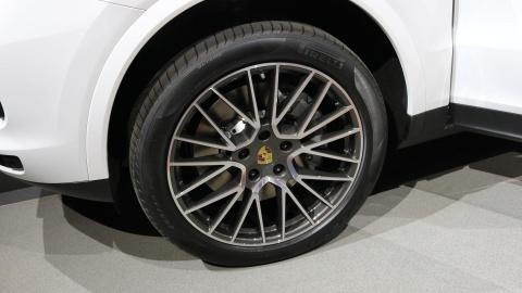 Porsche Cayenne 2018 trinh lang, gia tu 65.700 USD hinh anh 10