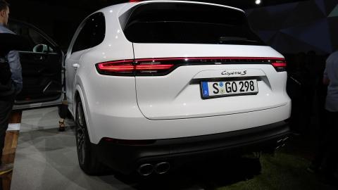 Porsche Cayenne 2018 trinh lang, gia tu 65.700 USD hinh anh 4