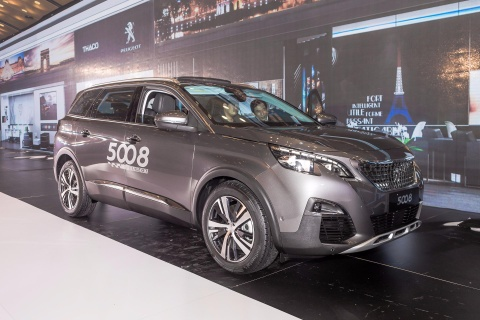 Chi tiet Peugeot 5008 gia 1,349 ty - doi thu moi cua Toyota Fortuner hinh anh