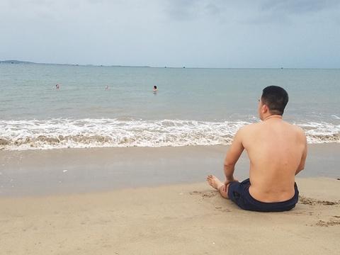 Nguoi dan Ninh Thuan tam bien truoc khi ap thap nhiet doi vao bo hinh anh