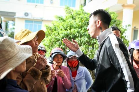 Ai Phuong, Only C va Phuong Ly chung tay cung ba con vung bao Damrey hinh anh 12