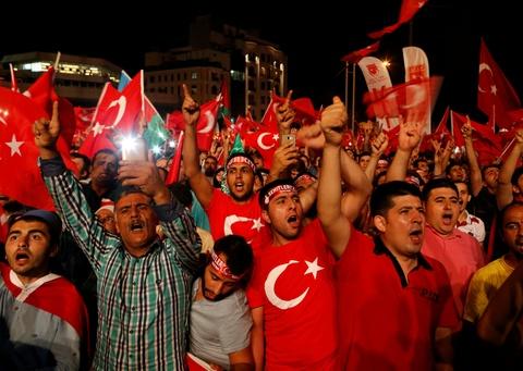 erdogan bi lat do hinh anh