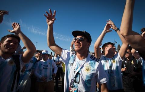 Fan Argentina cuong nhiet truoc tran quyet dau voi Nigeria hinh anh 10