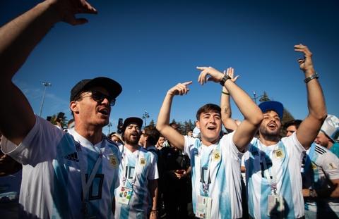 Fan Argentina cuong nhiet truoc tran quyet dau voi Nigeria hinh anh 11