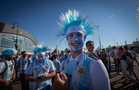 Fan Argentina cuong nhiet truoc tran quyet dau voi Nigeria hinh anh 13