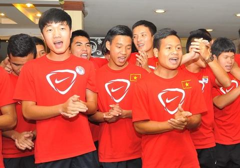 U19 Viet Nam hat 'Duong den ngay vinh quang' hinh anh