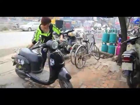 Nu tuyen thu Nguyen Thi Hoa trong xe, ban than kiem them thu nhap hinh anh
