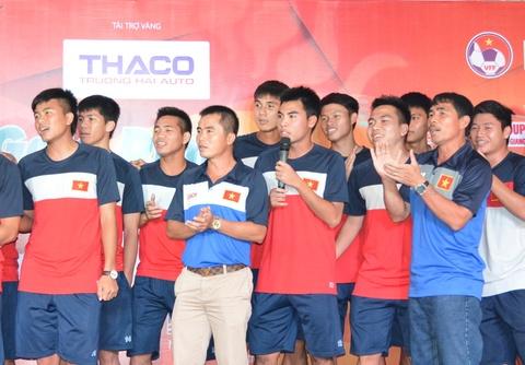 U21 Viet Nam the hien ca khuc Noi vong tay lon hinh anh