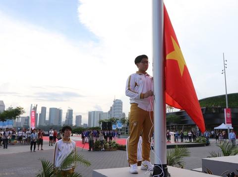 Quoc ca Viet Nam vang len o le thuong co SEA Games 28 hinh anh