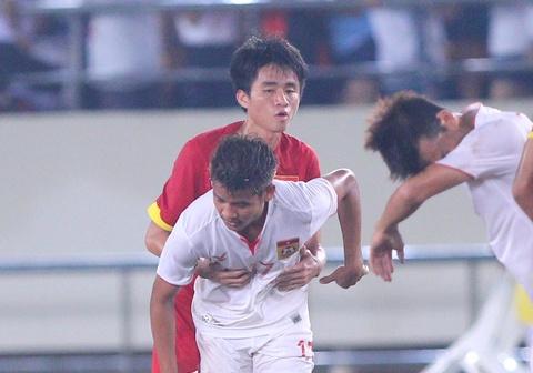 Khan gia Lao co vu hanh dong dep cua U19 Viet Nam hinh anh