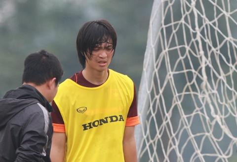 Tuan Anh chan thuong, tap tenh roi san tap hinh anh