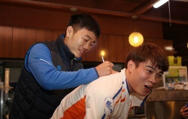 Xuan Truong ky tang fan Han Quoc o le ra quan mua giai moi hinh anh