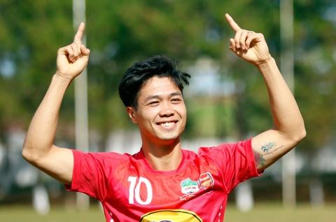 Cong Phuong khoe hinh xam sau cu dup o V.League hinh anh