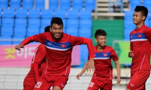 U20 Viet Nam choi tro choi va tap nhe sau tran hoa U20 Vanuatu hinh anh