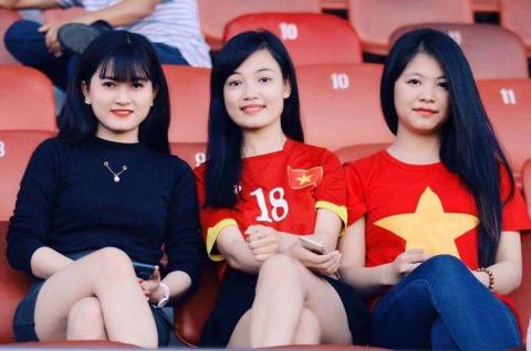 Ban gai tien ve U20 Viet Nam gui qua dac biet sang Han Quoc hinh anh