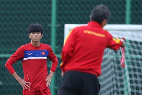 HLV Hoang Anh Tuan tin dung Thanh Hau o tran gap U20 Phap hinh anh