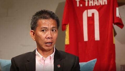 HLV Hoang Anh Tuan: 'Toi manh me hon sau phat ngon cua bau Duc' hinh anh