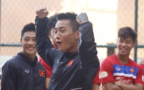 Ho Tuan Tai vui dua cung dong doi truoc tran quyet dau U22 Thai Lan hinh anh
