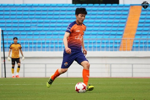 Xuan Truong kien tao giup Gangwon FC nguoc dong thang 3-1 o R.League hinh anh