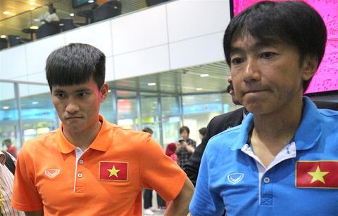 HLV Miura ve dan dat doi bong cua Chu tich Cong Vinh hinh anh