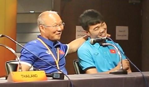 HLV Park khoac vai Xuan Truong du hop bao truoc tran gap U23 Thai Lan hinh anh
