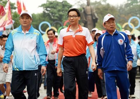 Pho thu tuong Vu Duc Dam du Ngay chay Olympic hinh anh