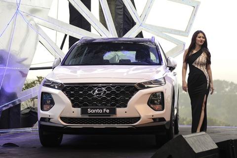Nen mua Hyundai Santa Fe may xang hay diesel? hinh anh