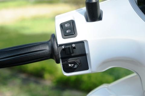 Danh gia Yamaha Grande Hybrid - ban nang cap thuc dung cho phai dep hinh anh 9