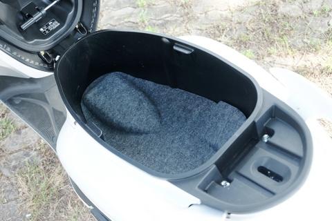 Danh gia Yamaha Grande Hybrid - ban nang cap thuc dung cho phai dep hinh anh 12