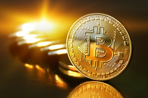 Ong Le Truong Tung noi ve viec dong hoc phi bang Bitcoin hinh anh