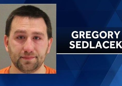 Thầy giáo Mỹ bị bắt vì xâm hại tình dục học sinh 7 tuổi