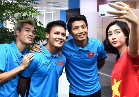 H'hen Nie va Quang Hai duoc de cu Guong mat tre tieu bieu 2018 hinh anh