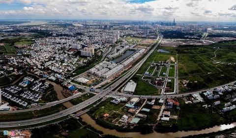 960 căn biệt thự hoang lạnh dọc cao tốc ở quận 2