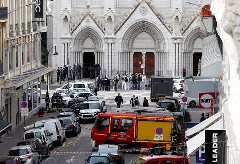 Một người bị chặt đầu trong nhà thờ Đức Bà ở Pháp