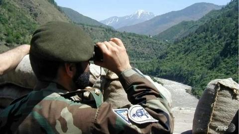 Mot binh si Pakistan bi ban chet o Kashmir hinh anh