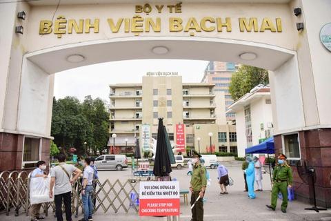 Người bệnh phải trả hơn nửa triệu khi khám giáo sư tại BV Bạch Mai