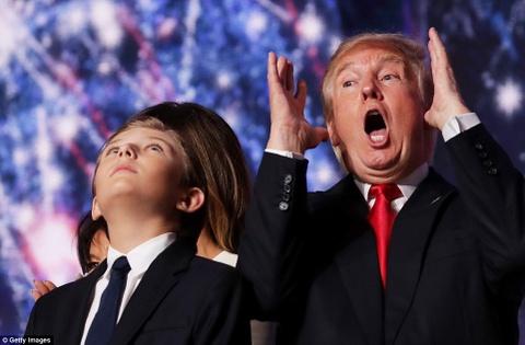 Trump va Clinton dat tiec an mung chien thang gan nhau hinh anh