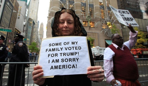 'Gia dinh toi bo phieu cho Trump, xin loi nuoc My' hinh anh