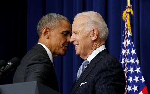 Tong thong Obama lan cuoi dat but ky thong qua luat hinh anh