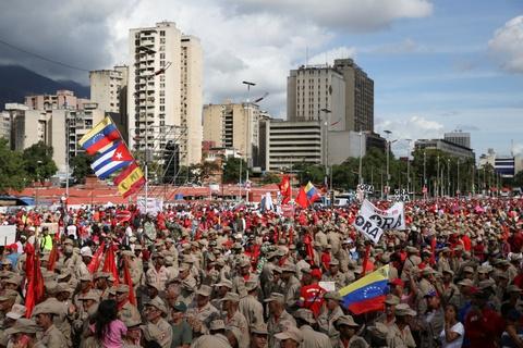 Nguoi Venezuela dot tien de bieu tinh, cuop pha no ra hinh anh 10