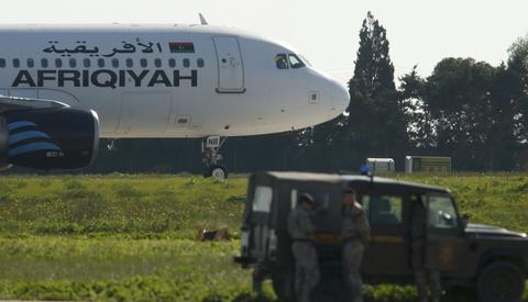 May bay Libya bi khong tac khong che dau o san bay Malta hinh anh