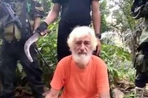 Phien quan Abu Sayyaf o Philippines chat dau con tin Duc hinh anh