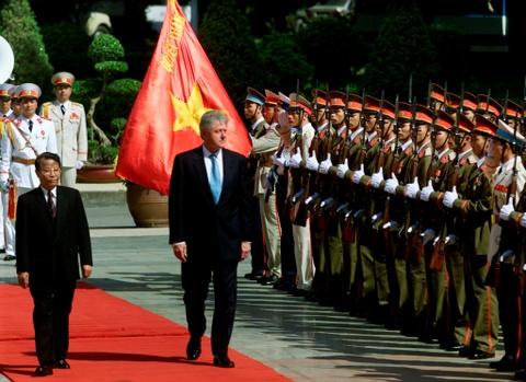 22 nam Viet - My: Tu cai bat tay cua Bill Clinton den bun cha Obama hinh anh 3