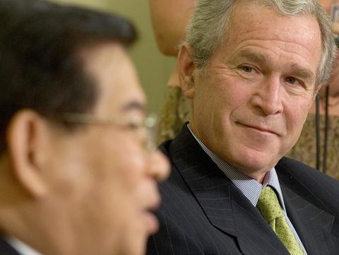 22 nam Viet - My: Tu cai bat tay cua Bill Clinton den bun cha Obama hinh anh 6