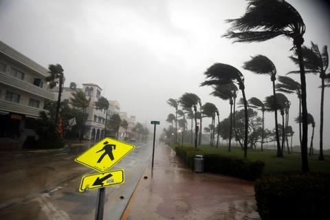 Irma khien Florida nhu o 'vung toi mat trang', it nhat 3 nguoi chet hinh anh 1