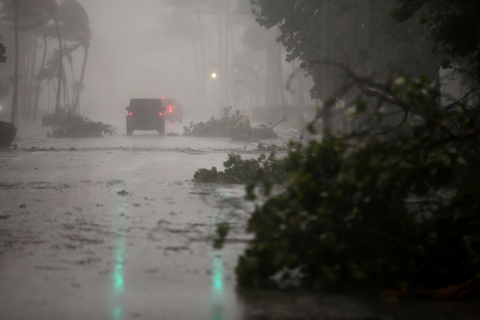 Irma khien Florida nhu o 'vung toi mat trang', it nhat 3 nguoi chet hinh anh 4