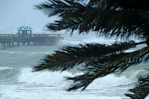 Irma khien Florida nhu o 'vung toi mat trang', it nhat 3 nguoi chet hinh anh 8