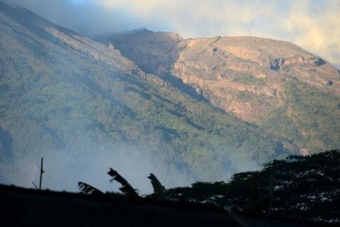 10.000 nguoi di tranh nui lua phun trao o thien duong du lich Bali hinh anh 2