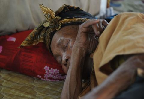 10.000 nguoi di tranh nui lua phun trao o thien duong du lich Bali hinh anh 9